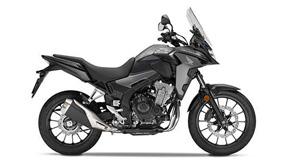 Lateral derecho de la Honda CB500X versión 2019 color gris